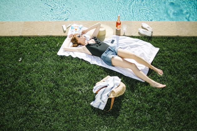 sun_tanning_old_navy_swimsuit